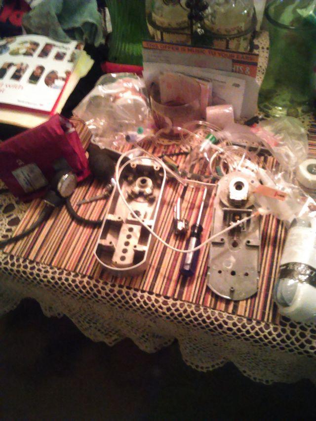 A grinder's workstation. Photo by Voltage Muriel.